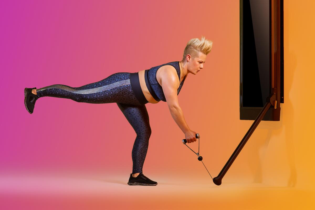 a woman doing a Single-Arm, Single-Leg RDL